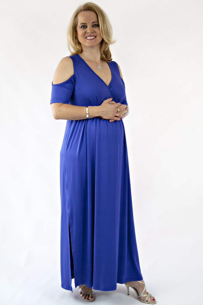 Maternity Dresses All dressed up in new maternity looks. Casual maternity dresses, baby shower dresses, and work to weekend dresses style your bump in a beautiful way, every day.